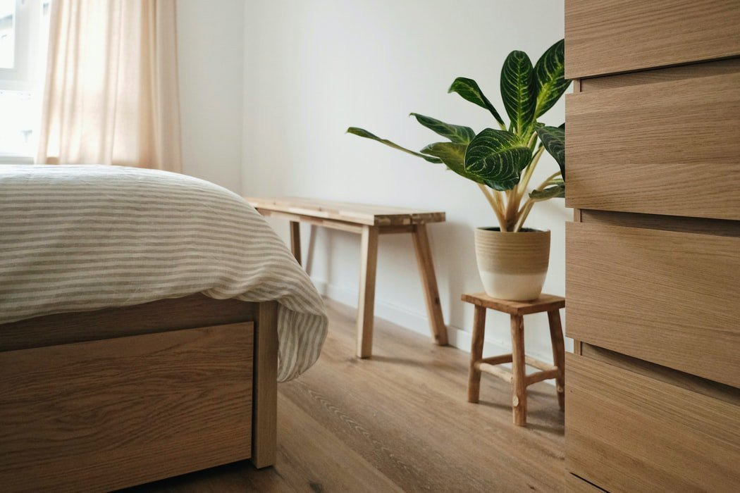 Der neue Trend: Wasserbett mit Holzverkleidung